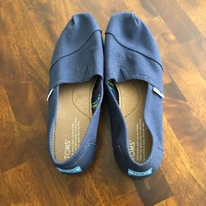 NWOT TOMS Shoes (Navy, Women's 8.5)